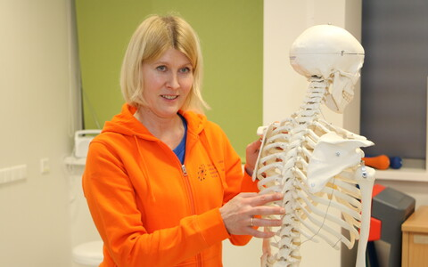 Tartu ülikooli skeleti-lihassüsteemi füsioteraapia lektor Doris Vahtrik rõhutab õige kehahoiu tähtsust.