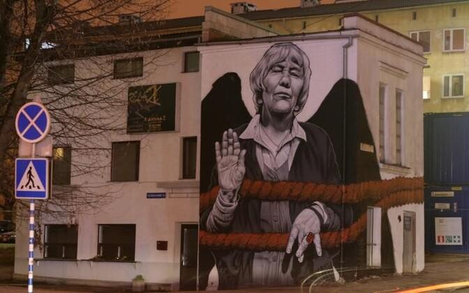 Tänavakunstnik MTO festivali käigus loodud seinamaaling Tartus Aleksandri ja Soola tänava nurgal.