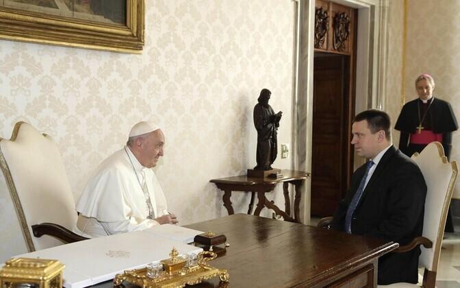 Peaminister Jüri Ratas tänavu veebruaris kohtumisel Vatikanis paavst Franciscusega.