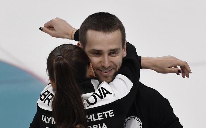 Российские керлингисты, супруги Анастасия Брызгалова и Александр Крушельницкий  завоевали бронзу.