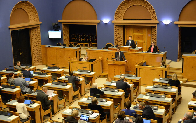Minister of Foreign Affairs Sven Mikser (SDE) delivering his annual address to the Riigikogu on Tuesday. Feb. 13, 2018.