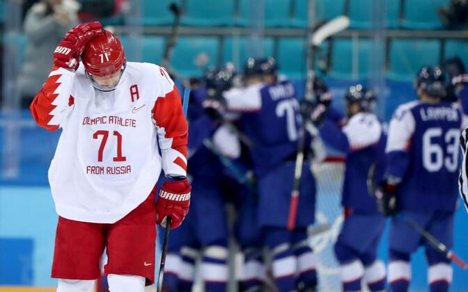 Российские хоккеисты пять раз встречались со словаками на Олимпийских играх, проиграв в трех матчах.
