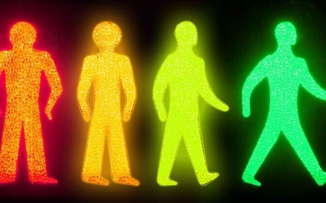 Переход дороги на зеленый свет не может гарантировать вам безопасности.