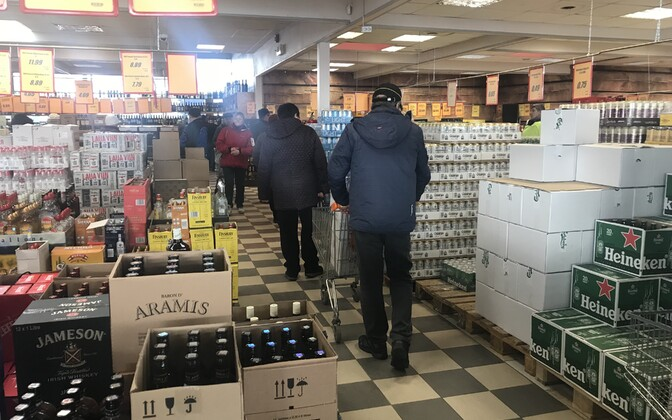 Shoppers at an Alko1000 store just on the Latvian side of the border of the dual border town of Valga-Valka
