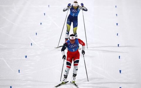 Финишируют Марит Бьорген (Норвегия) и Стина Нильсон (Швеция)