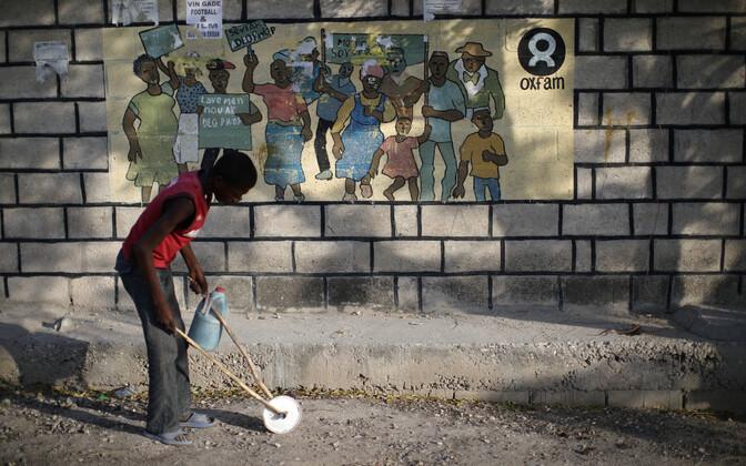 Oxfami endiseid töötajaid süüdistatakse prostituutide palkamises maavärinast laastatud Haitil.