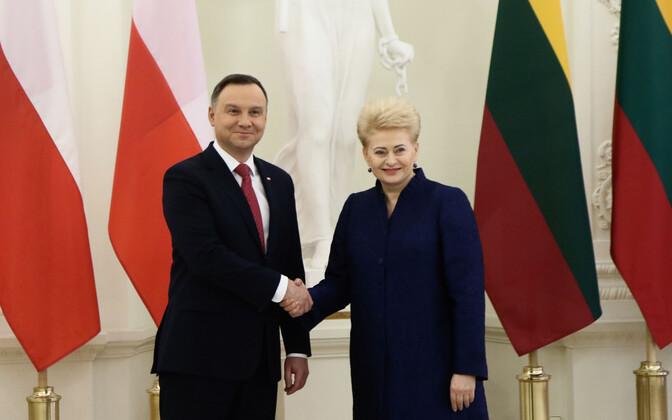 Presidendid Andrzej Duda ja Dalia Grybauskaite 17. veebruaril Vilniuses.