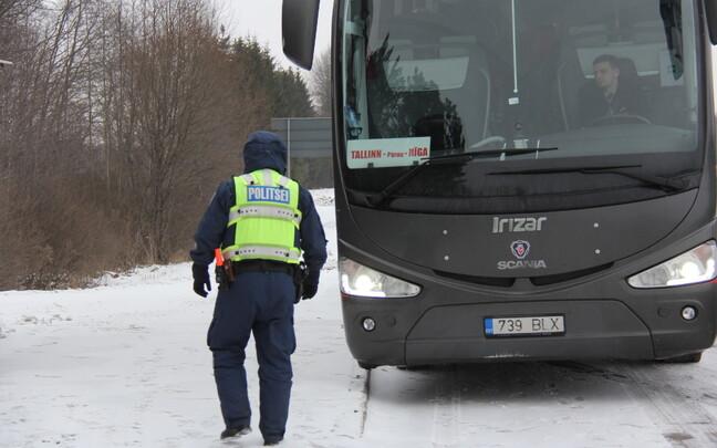 К 16:30 проверили около 20 автобусов.