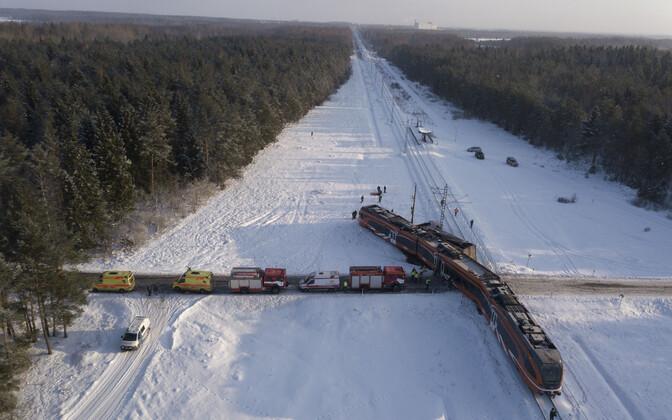 Столкнувшаяся 20 февраля с грузовиком электричка Elron еще не поставлена на рельсы.