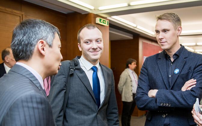 Raimond Kaljulaid (paremal) ja Mihhail Kõlvart (vasakul).