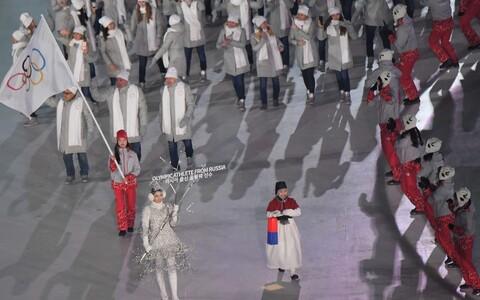 Venemaa koondis marssis PyeongChangi OM-i avatseremoonial neutraalse olümpialipu all