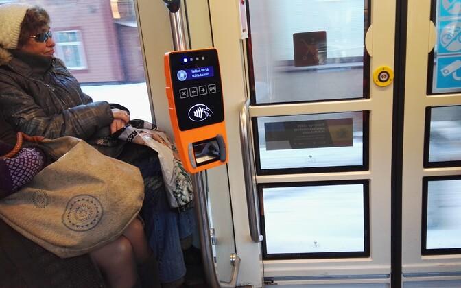 В столичном общественном транспорте сейчас бесплатный проезд для всех, но число пассажиров все равно снизилось. Иллюстративная фотография.