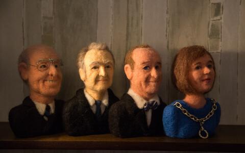 Бюсты президентов Эстонии, выполненные художником Карин Пихлик в технике валяние из шерсти.