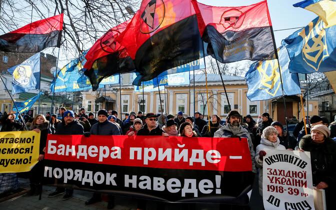 Ukraina rahvuslaste meeleavaldus Kiievis Poola saatkonna ees 5. veebruaril.