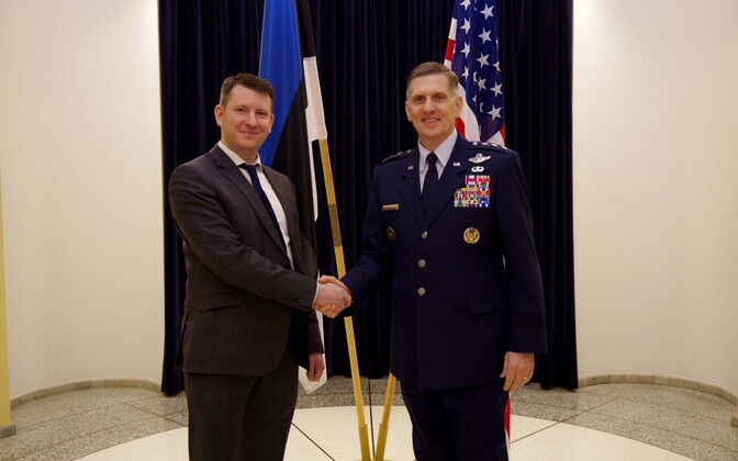 Kindralleitnant Timothy M. Ray ja kantsler Jonatan Vseviov.