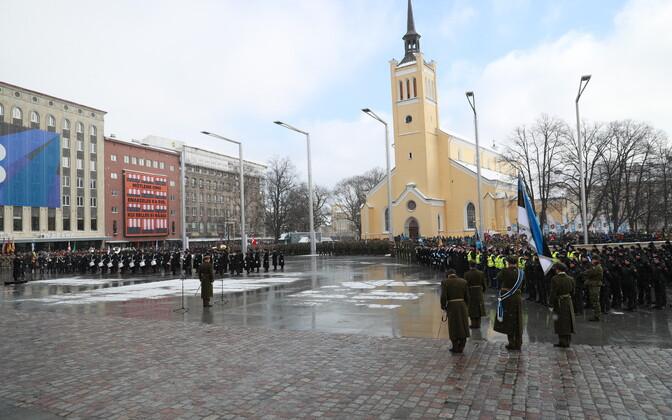 Парад Сил обороны на площади Вабадузе в 2018 году