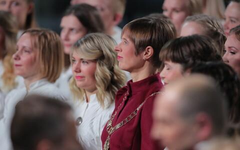 President Kersti Kaljulaid hümni laulmas