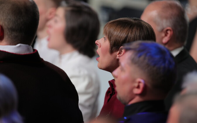 President Kersti Kaljulaid singing with the choir at the centennial presidential reception, Feb. 24, 2018.