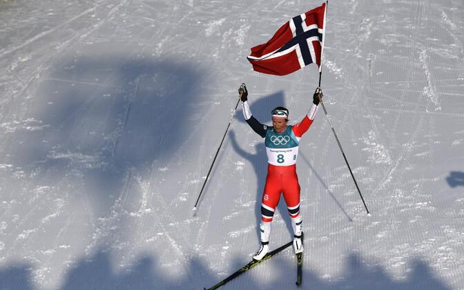 Бьорген оторвалась от соперниц почти на две минуты и финишировала с флагом.