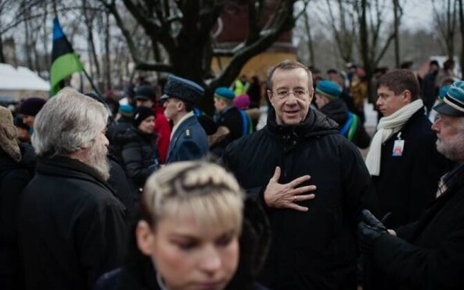 Former President Toomas Hendrik Ilves amid people celebrating Independence Day.