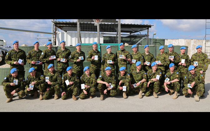 Estonian peacekeepers of the ESTPLA-24 platoon in Lebanon celebrate the Estonian centennial.