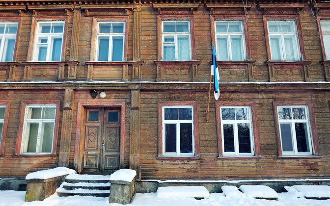A wooden house on Tartu's J. Kuperjanovi Street still bearing the old H. Heidemanni Street name.