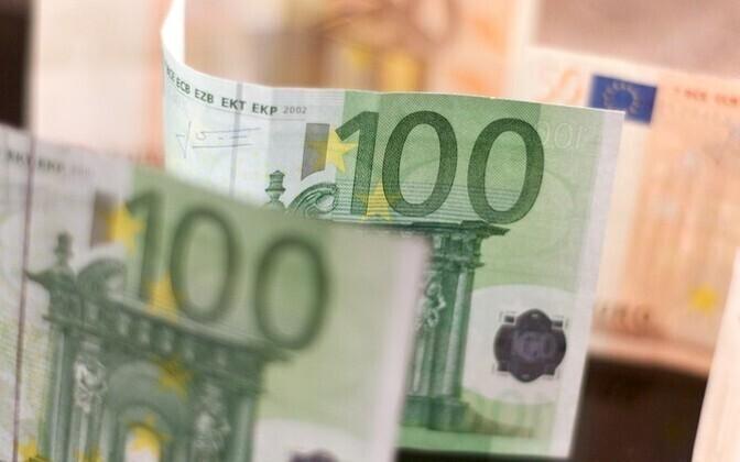 Депутатов ждет премия в размере 100 евро.