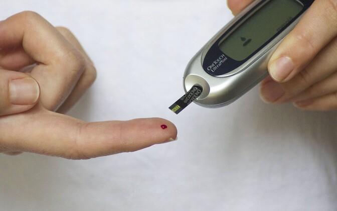Tudeng annab lõputöös soovitusi, kuidas vältida eeldiabeedi arenemist diabeediks.