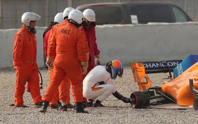 Fernando Alonso kolmerattaliseks jäänud McLareniga