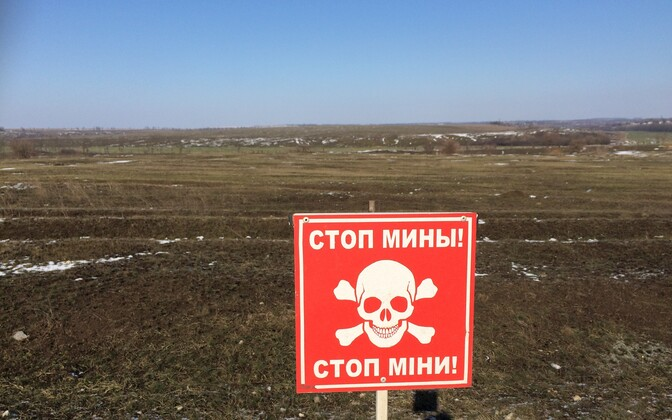 Sign marking a mined strip of land in Eastern Ukraine.
