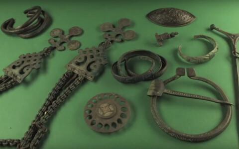 Rauaajal värvilisest metallist tehtud esemed.