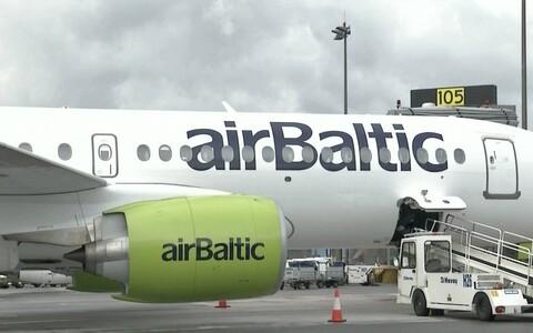 Самолет airBaltic в Таллиннском аэропорту.