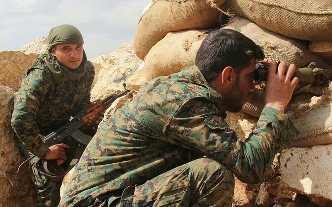Курды на оборонительных позициях в Африне.