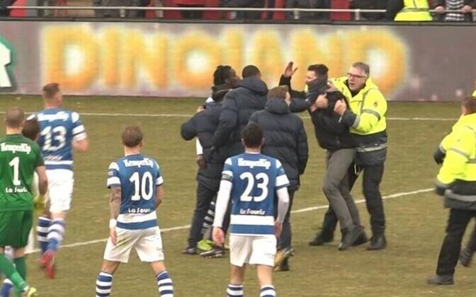 Go Ahead Eaglesi toetajad ründasid pühapäeval De Graafschapi mängijaid