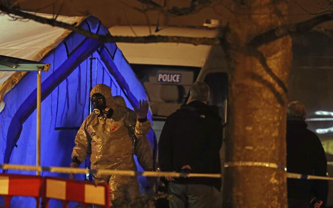 Британские эксперты на месте происшествия в Солсбери
