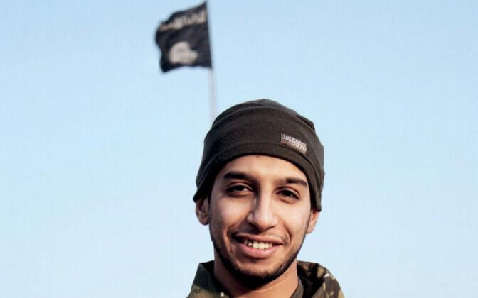 Pariisi terrorirünnakute peaorganiseerijaAbdelhamidAbaaoud ISIS-e lipu taustal, foto on pärit ISIS-e taustaga meediast.