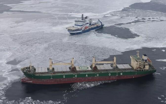 Merehädas kaubalaev Soome lahel 8. märtsil.