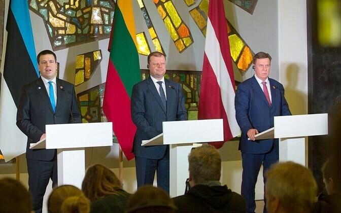 Премьер-министры стран Балтии: Эстонии - Юри Ратас, Литвы - Саулюс Сквернялис и Латвии - Марис Кучинскис.