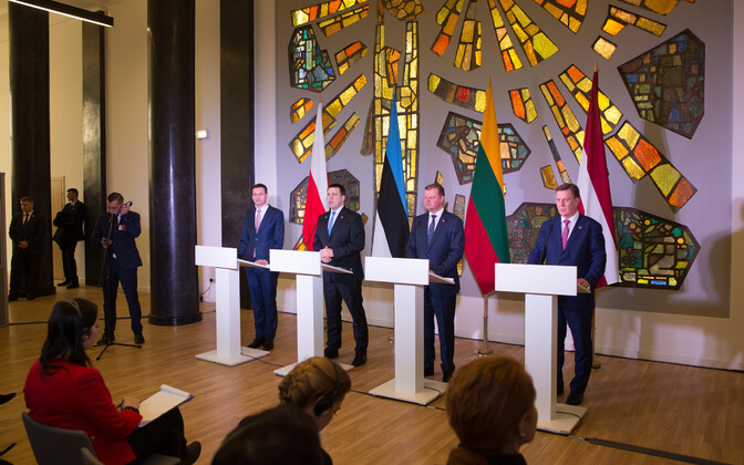 Polish Prime Minister Mateusz Morawiecki, Estonian Prime Minister Jüri Ratas (Center), Lithuanian Prime Minister Saulius Skvernelis and Latvian Prime Minister Māris Kučinskis at a press conference following their joint meeting in Vilnius on Friday afterno