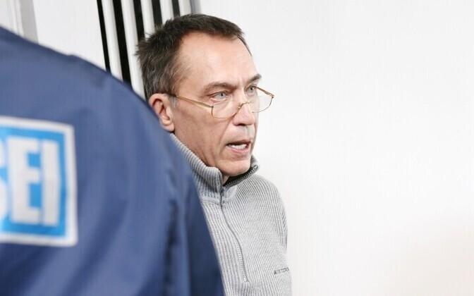 Ральф Миллер в зале суда.