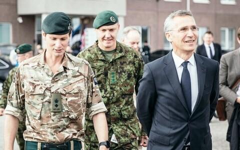 Вейко-Велло Пальм (в центре) вместе генсеком НАТО Йенсом Столтенбергом.