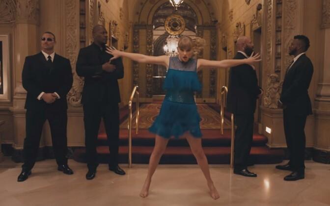 Kaader Taylor Swifti videost