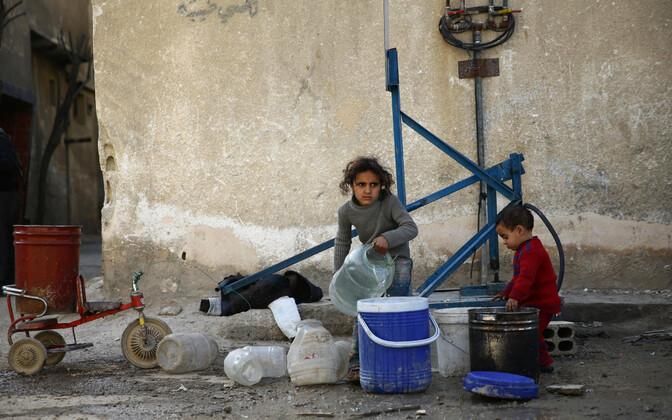 Lapsed ümber piiratud Ida-Ghoutas.