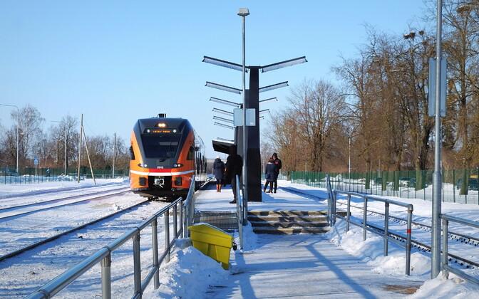 Elron train stopping in Jõgeva, partway between Tapa and Tartu. Feb. 28, 2018.