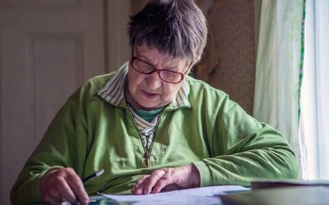 Vitraažikunstnik Dolores Hoffmann