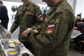 Российские офицеры на военной базе в Тапа.
