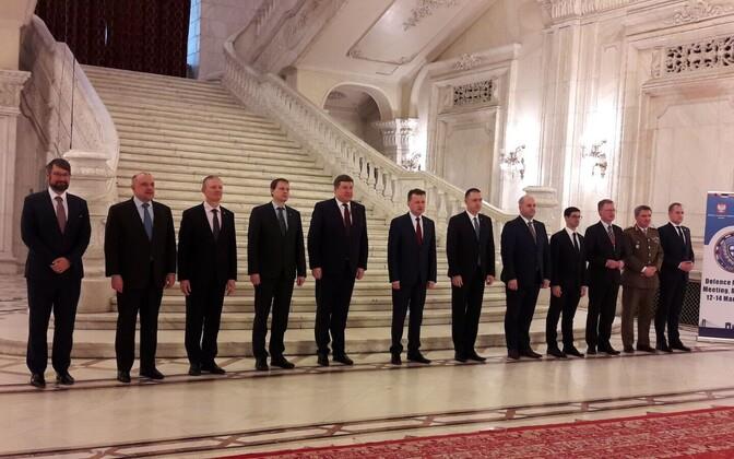 Kaitseminister Jüri Luik B9 kaitseministrite kohtumisel.