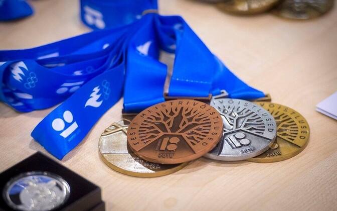 EV 100 erikujundusega medalid
