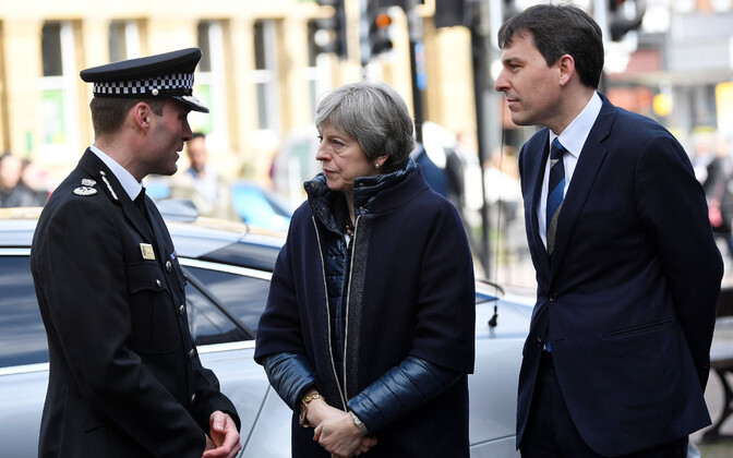 Премьер Великобритании Тереза Мэй посетила Солсбери и места, связанные с отравлением.