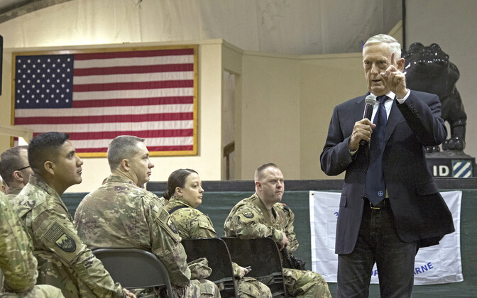USA kaitseminister James Mattis koos sõduritega Bagrami baasis.